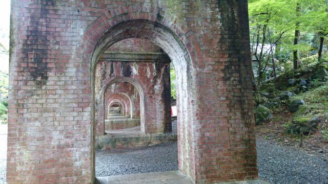 水路閣-トンネル