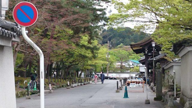 南禅寺に向かう庭園の横道